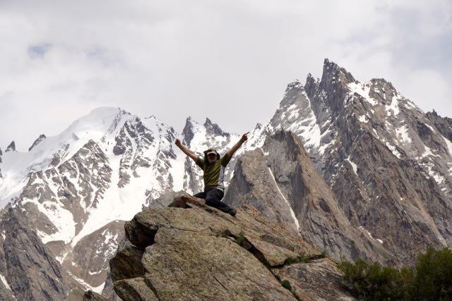 Sebastián Álvaro haciendo cumbre en el monte Umbro