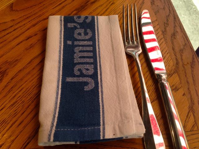 Las servilletas en Jamie Oliver son un pequeño paño de cocina.