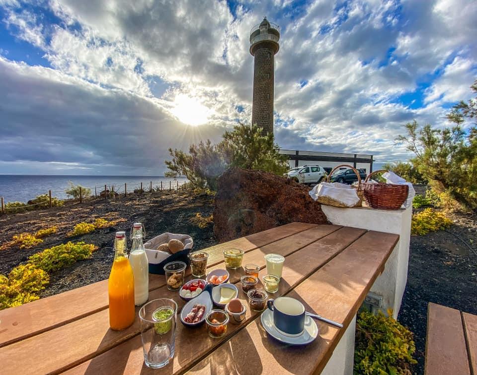 Desayuno en el Faro de Punta Cumplida